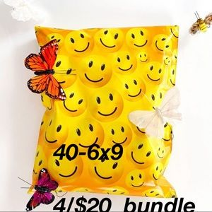 4$20 Polymailers 6x9(40) Self Sealing Smiley Face